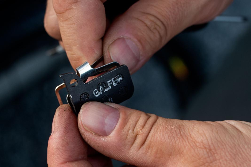 brzdové destičky SRAM údržba hydraulických brzd